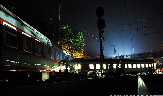 郴州火车相撞事故现场照片