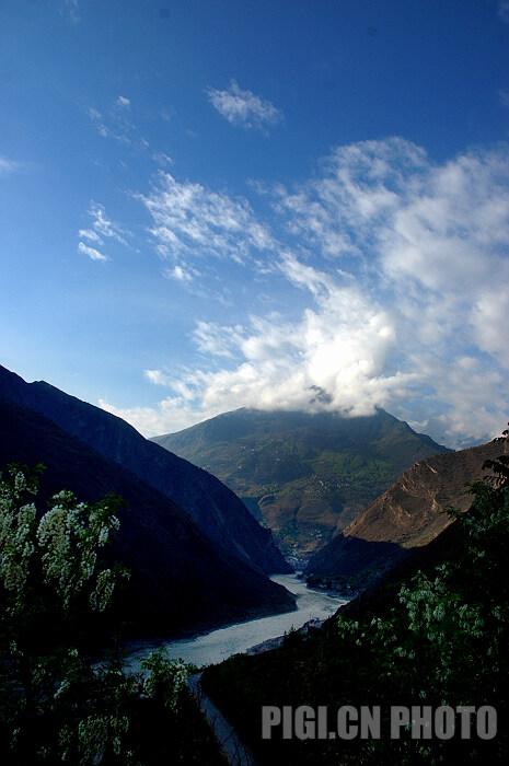 摄于甲居藏寨山路