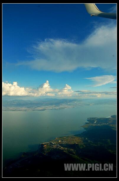 飞机上拍摄的滇池