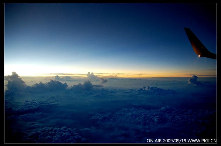 万米高空的壮丽日落